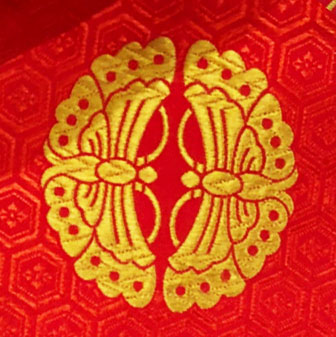 向い蝶の着物の柄の画像