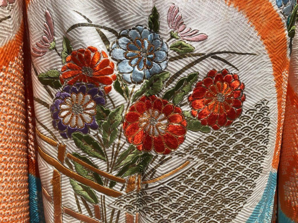 菊柄の着物の画像